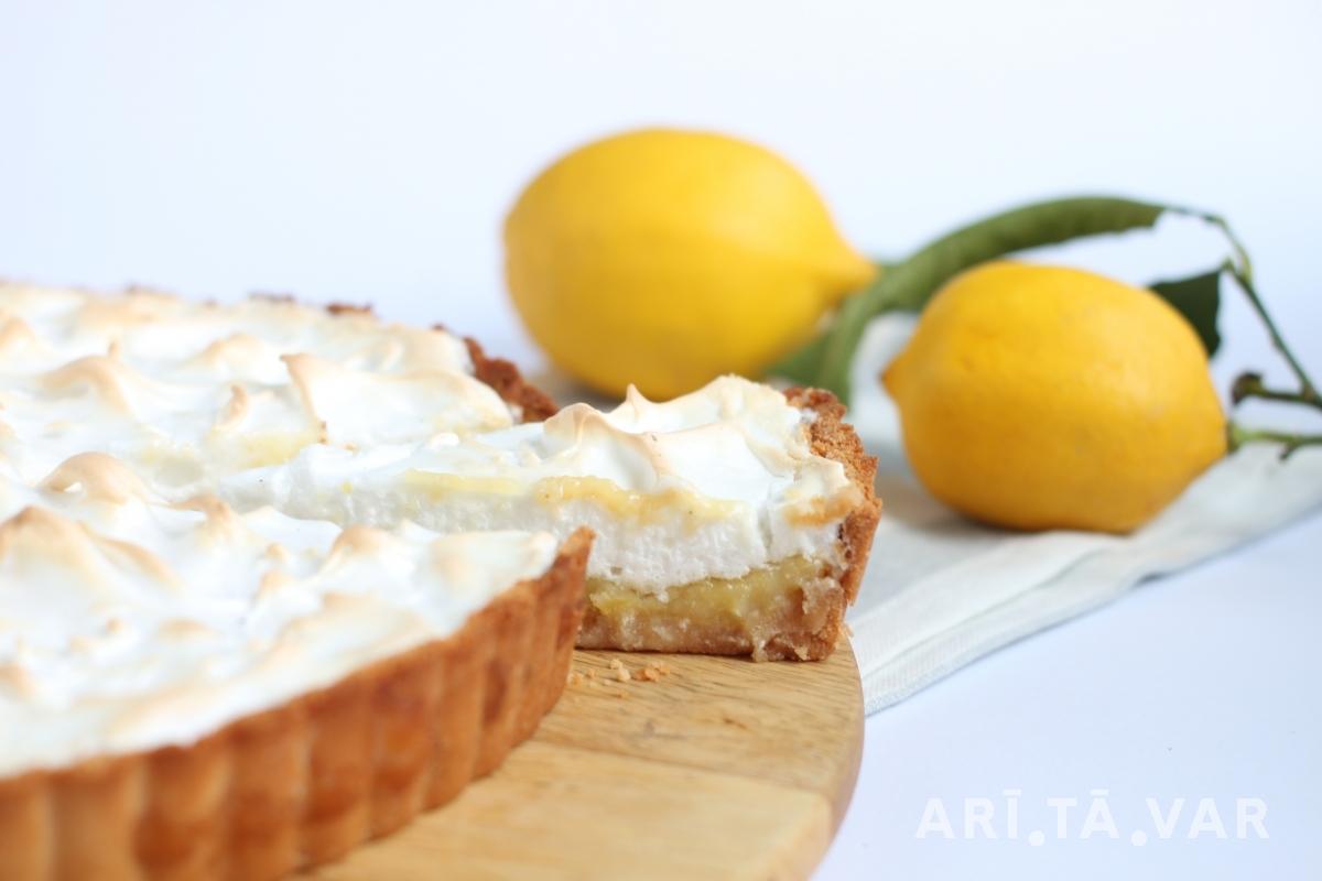 Citronu Tarte ar Kokosriekstu Pamatni un Bezē Cepurīti