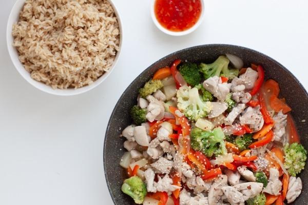 Saldskābais Dārzeņu Wok ar Vistu (gatavs 30 min)